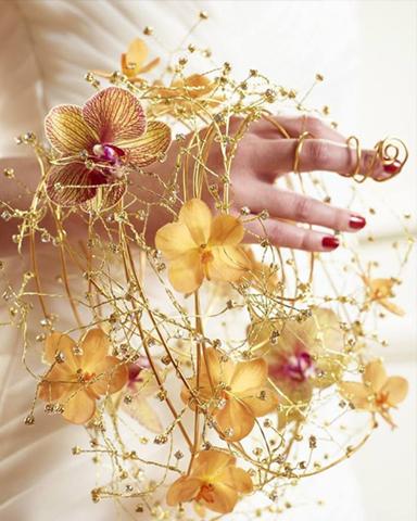 Alternative wedding bouquet with Phalaenopsis by bloemenservicenederland
