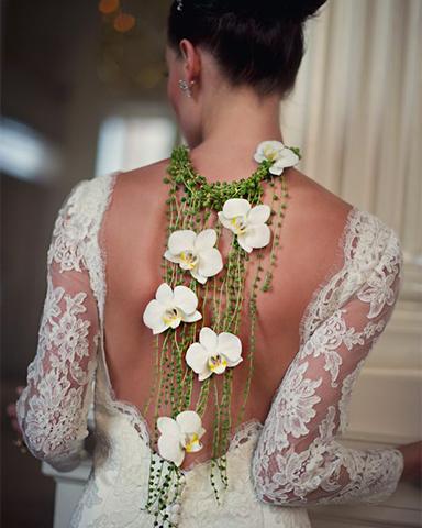 Phalaenopsis necklace as alternative wedding bouquet