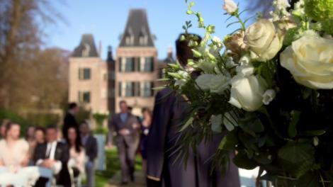Rozen tijdens het huwelijk van Nina en Bing in GTST