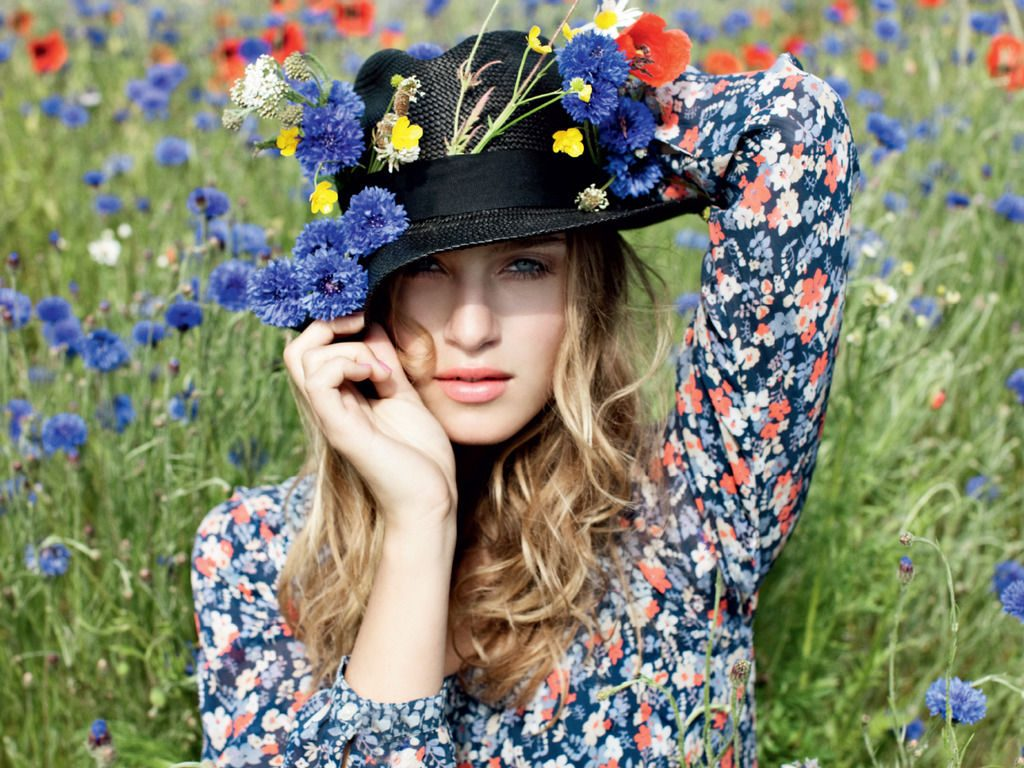 hat with spring flowers