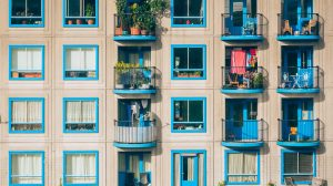 4 tips to get your (small) balcony summer ready
