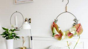 ideeën om bloemen in je kerstversiering te verwerken