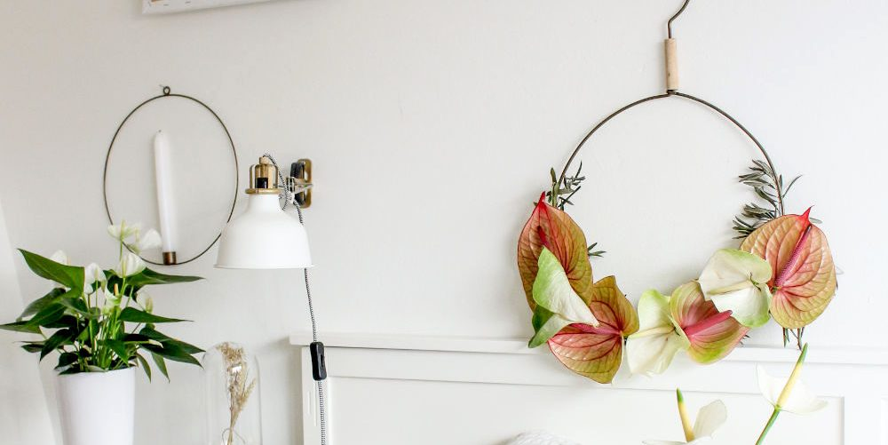 4 unique ways to incorporate flowers into your Christmas decor